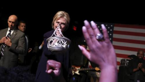 Democratic U.S. presidential candidate Hillary Clinton receives a traditional Gullah woven grass basket from a supporter as she joins singer Charlie Wilson (not pictured) on stage during a get-out-the-vote concert in support of her at the Music Farm in Charleston, South Carolina February 25, 2016. REUTERS/Jonathan Ernst