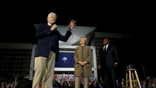 Former U.S. President Bill Clinton (L) campaigns for his wife Democratic presidential candidate Hillary Clinton as she rallies with supporters at an outdoor plaza in Columbia, South Carolina February 26, 2016. REUTERS/Jonathan Ernst TPX IMAGES OF THE DAY