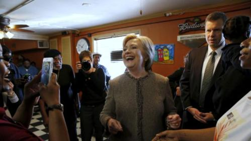 U.S. Democratic presidential candidate Hillary Clinton greets breakfast diners at Hannibal's Kitchen in Charleston, South Carolina February 26, 2016. REUTERS/Jonathan Ernst