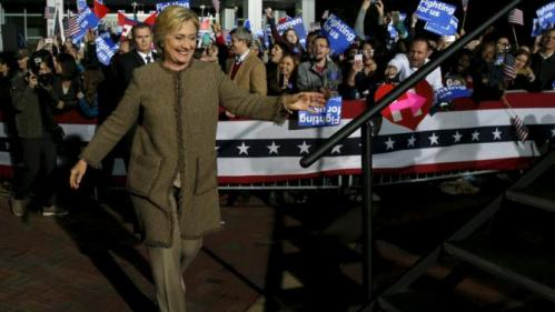 U.S. Democratic presidential candidate Hillary Clinton takes the stage to rally with supporters at an outdoor plaza in Columbia, South Carolina February 26, 2016. REUTERS/Jonathan Ernst