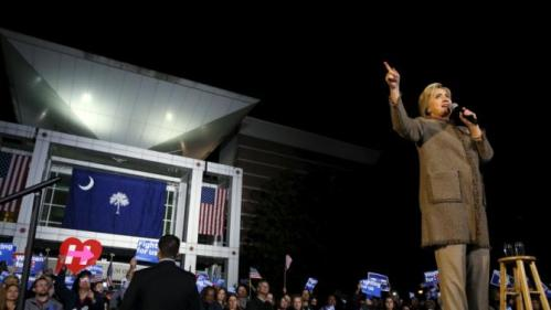 Democratic U.S. presidential candidate Hillary Clinton rallies with supporters at an outdoor plaza in Columbia, South Carolina February 26, 2016. REUTERS/Jonathan Ernst