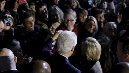 Former U.S. President Bill Clinton (center L) and his wife Democratic U.S. presidential candidate Hillary Clinton greet supporters after she spoke at a rally at an outdoor plaza in Columbia, South Carolina February 26, 2016. REUTERS/Jonathan Ernst