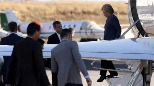 U.S. Democratic presidential candidate Hillary Clinton arrives aboard her campaign plane at Columbia Metropolitan Airport in Columbia, South Carolina February 27, 2016. REUTERS/Jonathan Ernst