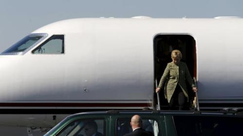 U.S. Democratic presidential candidate Hillary Clinton arrives on her campaign plane at Nashville International Airport in Nashville, Tennessee, February 28, 2016. REUTERS/Jonathan Ernst