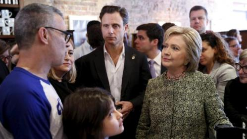 U.S. Democratic presidential candidate Hillary Clinton (R) stops with actor Tony Goldwyn (C) to greet people at Fido coffee shop in Nashville, Tennessee, February 28, 2016. REUTERS/Jonathan Ernst