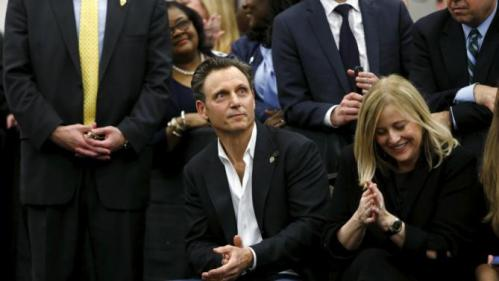 Actor Tony Goldwyn (C) and Nashville Mayor Megan Barry (R) campaign with U.S. Democratic presidential candidate Hillary Clinton at Meharry Medical College in Nashville, Tennessee, February 28, 2016. REUTERS/Jonathan Ernst