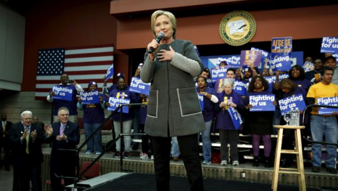 U.S. Democratic presidential candidate Hillary Clinton rallies with supporters at George Mason University in Fairfax, Virginia February 29, 2016. REUTERS/Jonathan Ernst