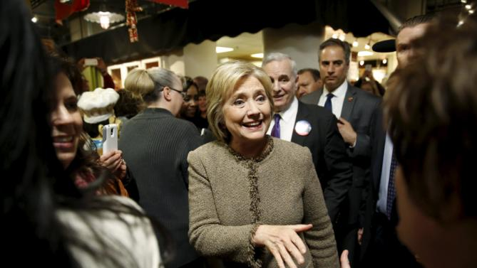 U.S. Democratic presidential candidate Hillary Clinton greets people at Midtown Global Market in Minneapolis, Minnesota March 1, 2016. REUTERS/Jonathan Ernst      TPX IMAGES OF THE DAY