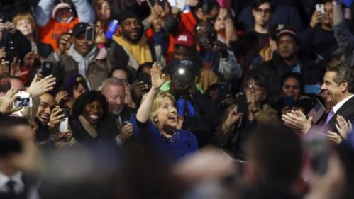 New York Governor Andrew Cuomo (R) applauds with supporters as U.S. presidential candidate and former Secretary of State Hillary Clinton arrives for a 'Hillary for America' rally in New York March 2, 2016. REUTERS/Lucas Jackson