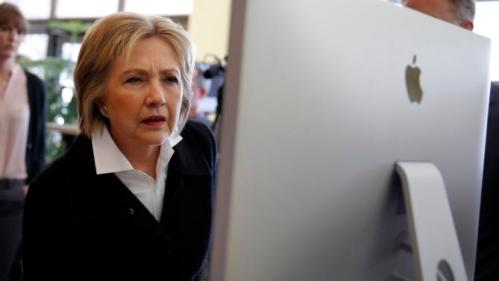 U.S. Democratic presidential candidate Hillary Clinton looks at a computer screen during a campaign stop at Atomic Object company in Grand Rapids, Michigan, March 7, 2016. REUTERS/Carlos Barria