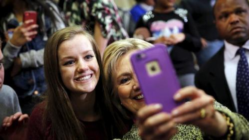 Democratic U.S. presidential candidate Hillary Clinton poses for a selfie picture during a campaign rally in Vernon Hills, Illinois March 10, 2016. REUTERS/Carlos Barria