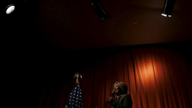 Democratic U.S. presidential candidate Hillary Clinton speaks to supporters during a campaign rally in Vernon Hills, Illinois  March 10, 2016. REUTERS/Carlos Barria      TPX IMAGES OF THE DAY