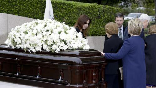 Patti Davis, left, greets Rosalynn Carter as Hillary Clinton touches the casket during the graveside service for Nancy Reagan at the Ronald Reagan Presidential Library, Friday, March 11, 2016 in Simi Valley, Calif. (AP Photo/Chris Carlson)