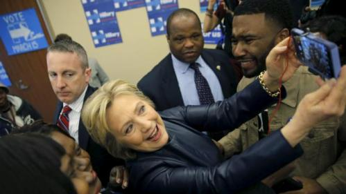 U.S. Democratic presidential candidate Hillary Clinton poses for a picture with supporters during a campaign stop in Saint Louis, Missouri March 12, 2016. REUTERS/Carlos Barria