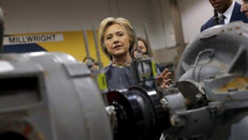 U.S. Democratic presidential candidate Hillary Clinton visits the Nelson-Mulligan Carpenters' Training Center during a campaign stop in Saint Louis, Missouri March 12, 2016. REUTERS/Carlos Barria