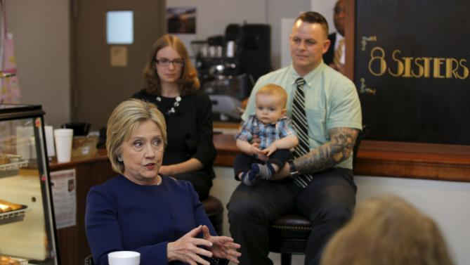 Democratic U.S. Presidential candidate Hillary Clinton participates in a meeting with local residents at coffee shop during a campaign stop in Marion, Ohio March 13, 2016. REUTERS/Carlos Barria