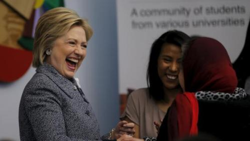 Democratic U.S. Presidential candidate Hillary Clinton shakes hands with a local resident as she attends a workshop meeting at La Casa The Resurrection Project, a immigrant community center, during a campaign stop in Chicago Illinois March 14, 2016. REUTERS/Carlos Barria