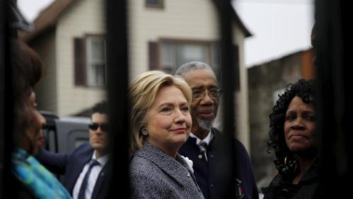 Democratic U.S. Presidential candidate Hillary Clinton visits a memorial dedicated to victims of gun violence called 'Kids of the Block', at Roseland neighborhood in Chicago, Illinois March 14, 2016. REUTERS/Carlos Barria
