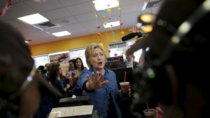 Democratic U.S. Presidential candidate Hillary Clinton talks with employees at a Dunkin' Donuts coffee shop during a campaign stop in West Palm Beach, Florida March 15, 2016. REUTERS/Carlos Barria