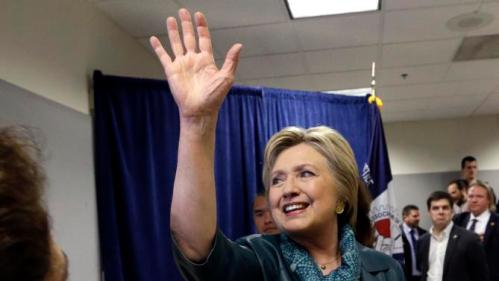 Democratic presidential candidate Hillary Clinton waves goodbye after greeting people following a campaign event at the Boeing Machinists' union hall Tuesday, March 22, 2016, in Everett, Wash. (AP Photo/Elaine Thompson)