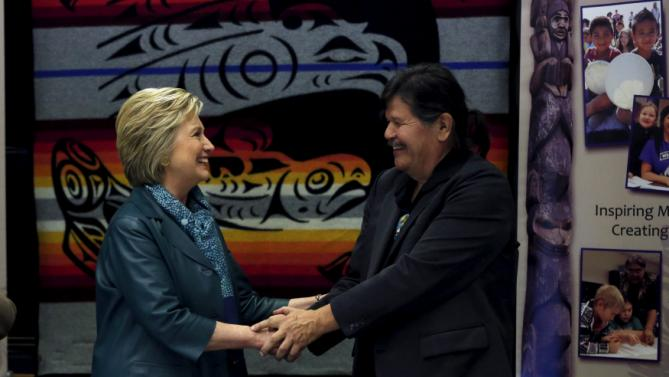 Democratic U.S. presidential candidate Hillary Clinton shakes hands with Puyallup Tribe Chairman Bill Sterud during a roundtable discussion with Washington tribal leaders at Chief Leschi school in Puyallup, Washington March 22, 2016. REUTERS/Mario Anzuoni