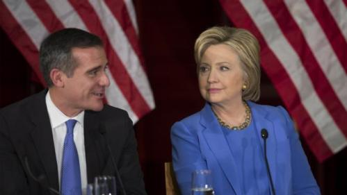 U.S. Democratic presidential candidate Hillary Clinton listens as Los Angeles mayor Eric Garcetti speaks during a community forum on counter terrorism and homeland security in Los Angeles, California March 24, 2016. REUTERS/David McNew