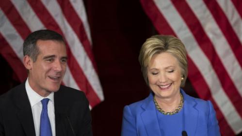 Los Angeles mayor Eric Garcetti introduces U.S. Democratic presidential candidate Hillary Clinton during a community forum on counter terrorism and homeland security in Los Angeles, California March 24, 2016. REUTERS/David McNew