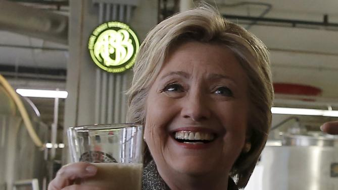 U.S. Democratic presidential candidate Hillary Clinton raises a glass of beer during a tour of Peale Street Brewery during a campaign event in La Crosse, Wisconsin, United States, March 29, 2016. REUTERS/Jim Young