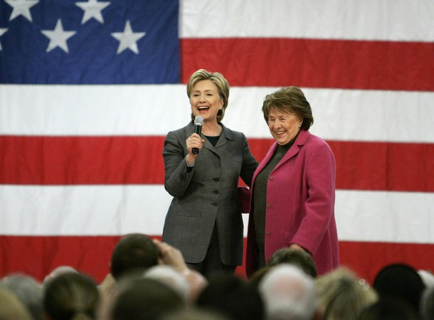 U.S. presidential candidate Senator Hillary Clinton (D-NY) (L) speaks on stage with her mother Dorothy Rodham during a rally in Des Moines, Iowa, in this December 7, 2007 file photo. Secretary of State Hillary Clinton's mother, Dorothy Howell Rodham, died on November 1, 2011 at the age of 92, the Clinton family said in a statement. REUTERS/Jason Reed/Files (UNITED STATES)