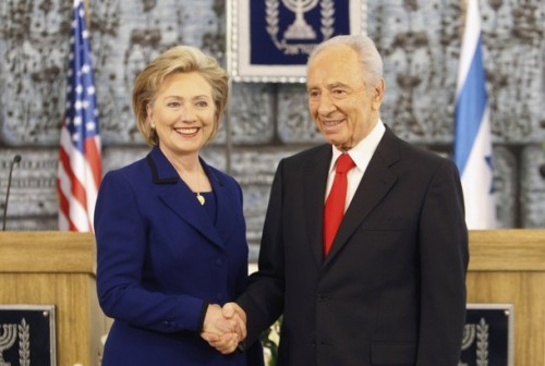 Israel's President Shimon Peres (R) shakes hands with U.S. Secretary of State Hillary Clinton after their meeting in Jerusalem March 3, 2009. Clinton pledged on Tuesday to press for Palestinian statehood, putting Washington on a possible collision course with Israeli Prime Minister-designate Benjamin Netanyahu. REUTERS/Ammar Awad (JERUSALEM)